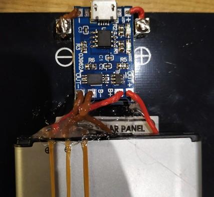 Fijación y conexión de la placa solar, circuito de carga y batería